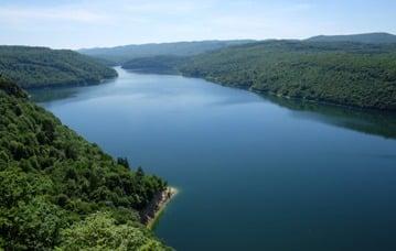 Le Jura en été lac